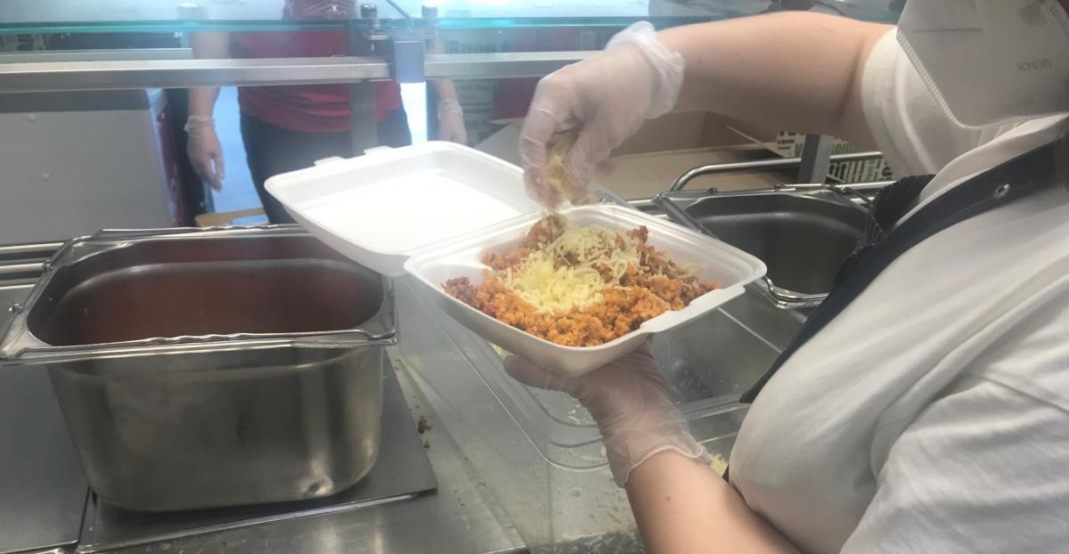 Podpořili jsme projekt Jídlo potřebným a rozvezli obědy rodinám a dětem v tíživé situaci.